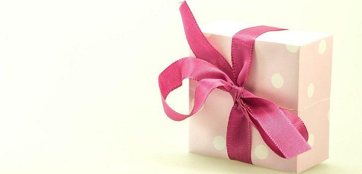Что пожелать женщине в подарок от малознакомого мужчины купить небольшие цветы в горшках
