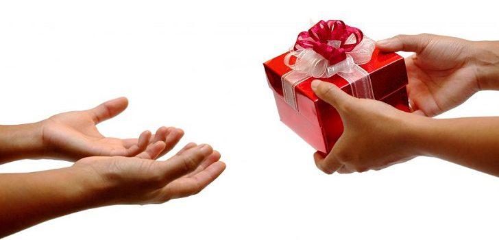 Как взять в руки подарок 25