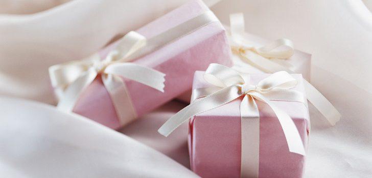 Какие подарки дарят крестным на крестины