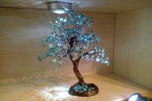 Декоративное деревце с камнями