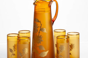 Кувшин со стаканами