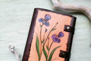 Ежедневник с весенним декором из натуральной кожи