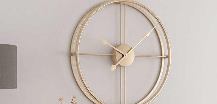 Современные дизайнерские часы для домашнего декора